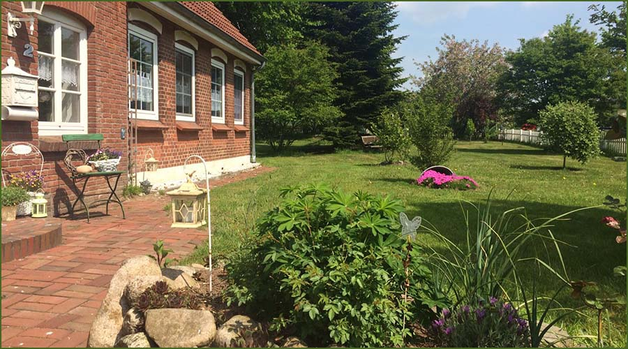 Urlaubseindrücke Haus Friesenglück in Kolkerheide, Nordfriesland - Hausgarten im Eingangsbereich